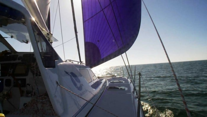 Sailing with genoa