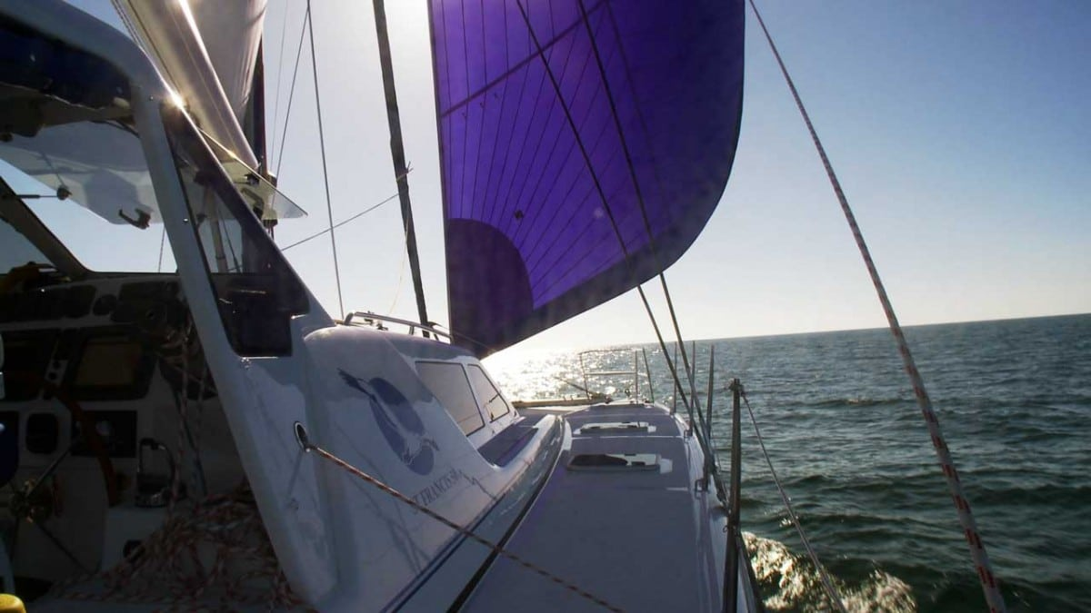 Sailing with genoa