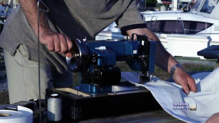 Hand cranking sewing machine